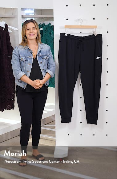Sportswear Essential Fleece Pants, sales video thumbnail