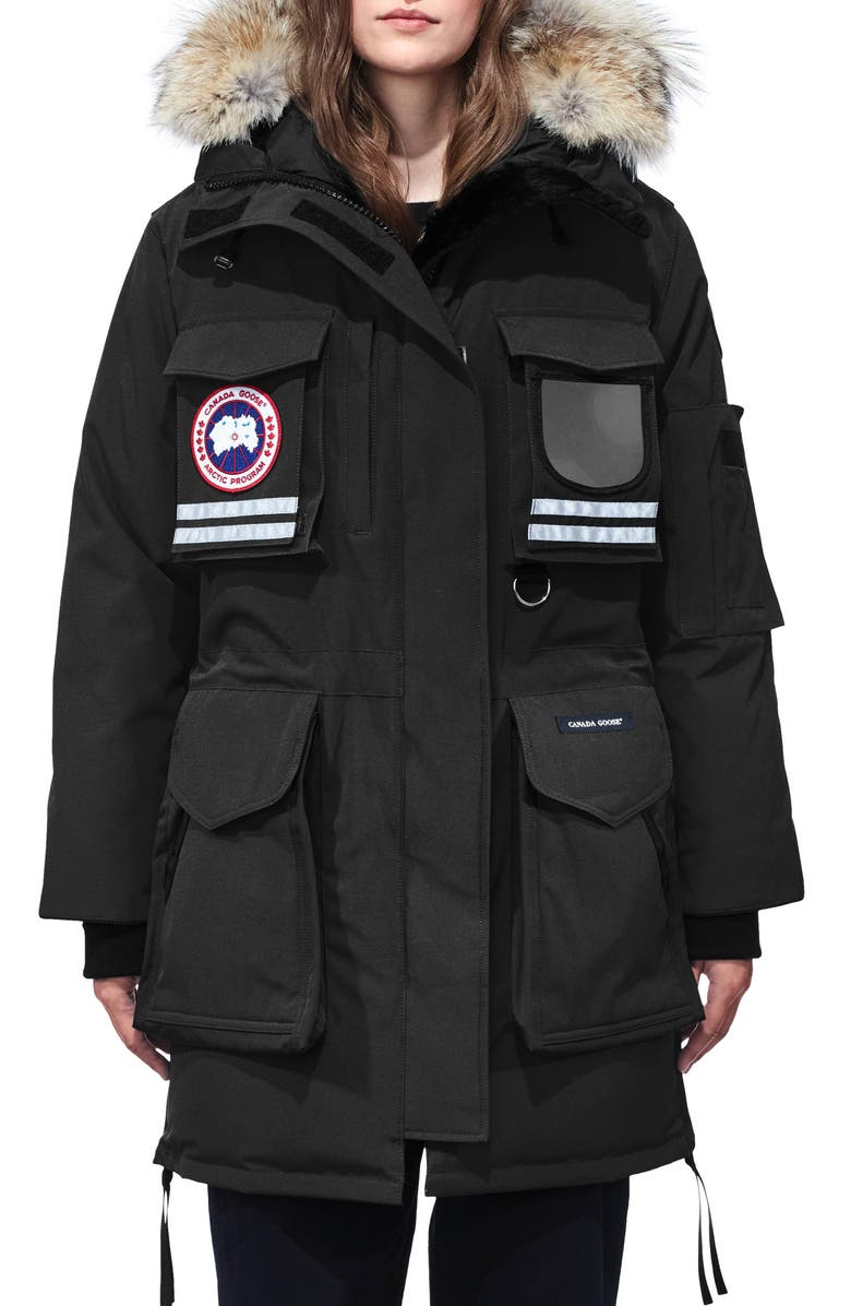 CANADA GOOSE Snow Mantra Extreme Weather 675-Fill Power Down Arctic Tech Parka with Genuine Coyote Fur Trim, Main, color, BLACK