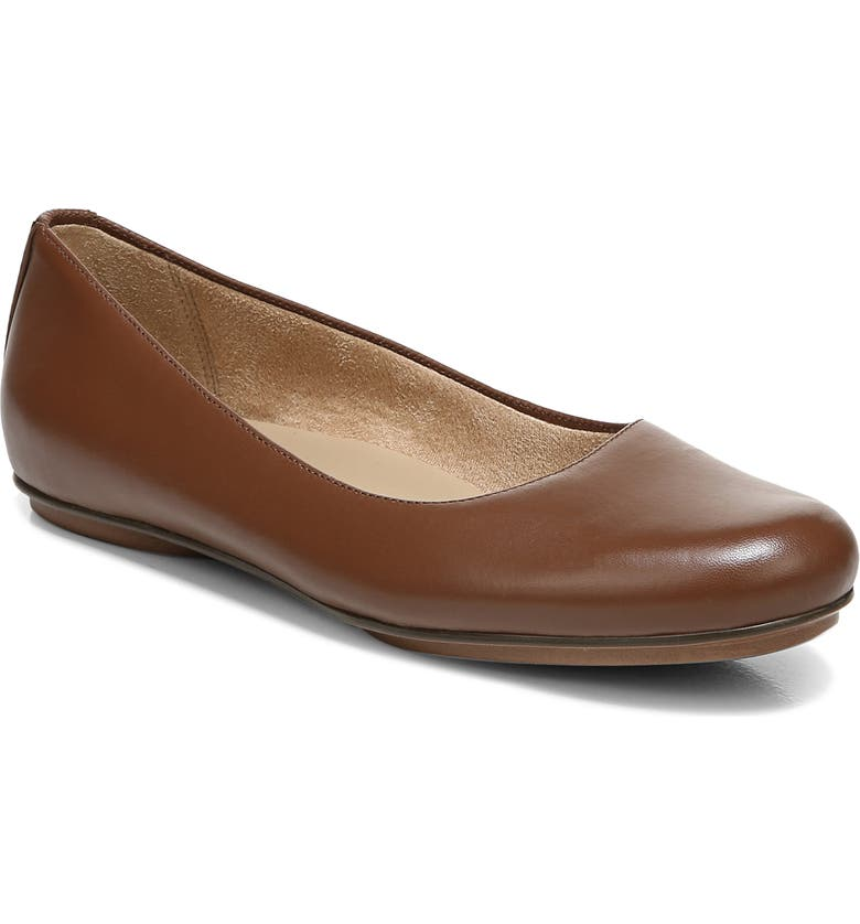 NATURALIZER True Colors Maxwell Flat, Main, color, BRAZIL NUT LEATHER