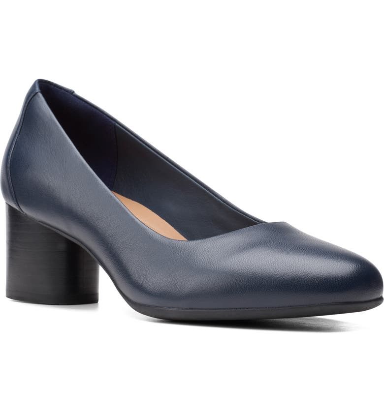 CLARKS<SUP>®</SUP> Un Cosmo Pump, Main, color, NAVY LEATHER