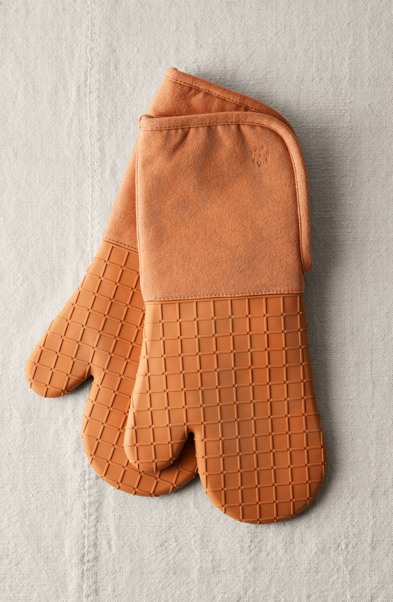 FIVE TWO BY FOOD52 Silicone Oven Mitt Set, Main, color, MAPLE