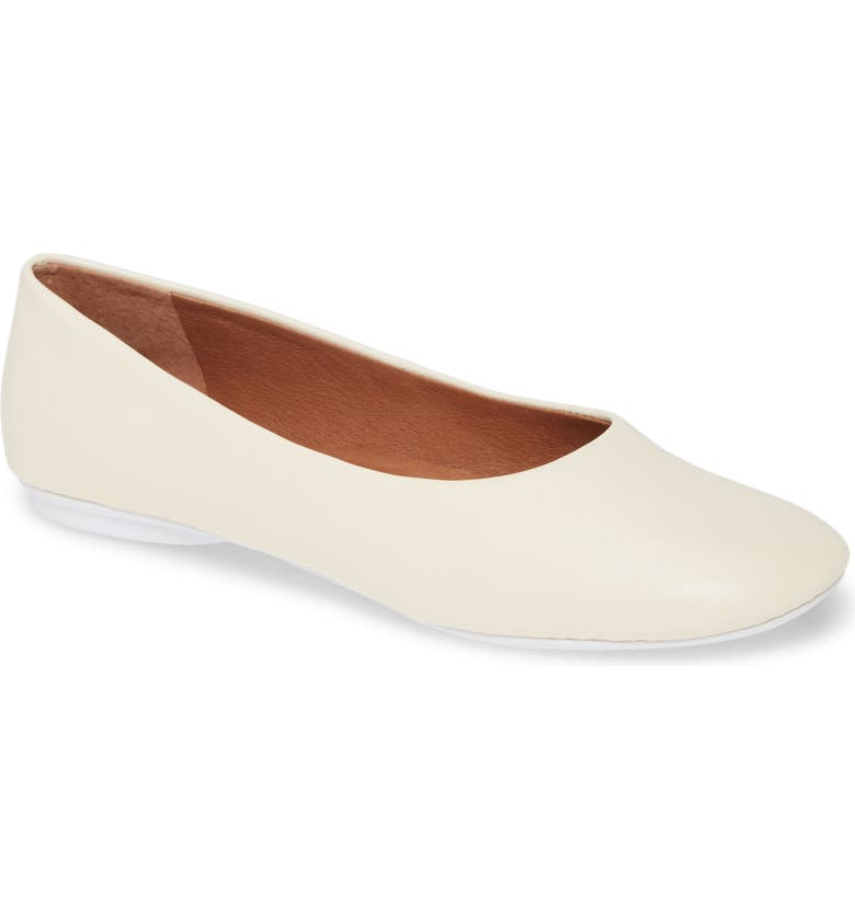 GENTLE SOULS BY KENNETH COLE Gentle Souls Signature Eugene Travel Ballet Flat, Main, color, WHITE LEATHER
