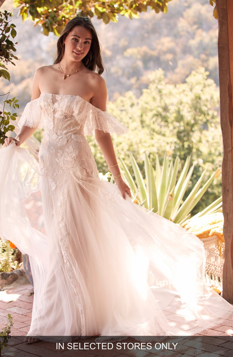WILLOWBY Mackinnon Off the Shoulder Lace & Tulle Wedding Dress, Main, color, 900