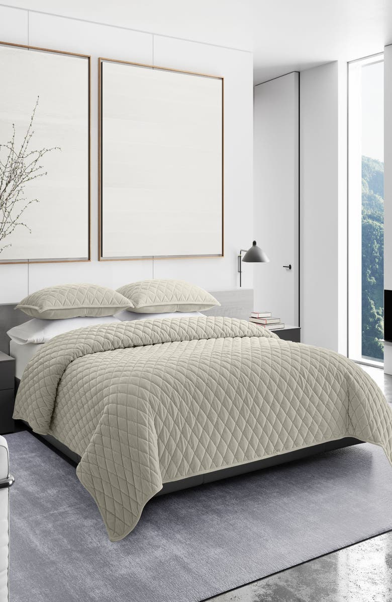 VERA WANG Diamond Velvet Quilt & Sham Set, Main, color, PUTTY