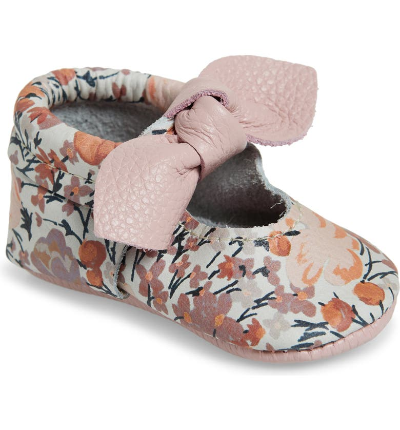 FRESHLY PICKED Knotted Bow Moccasin Crib Shoe, Main, color, DUSKY FLORAL