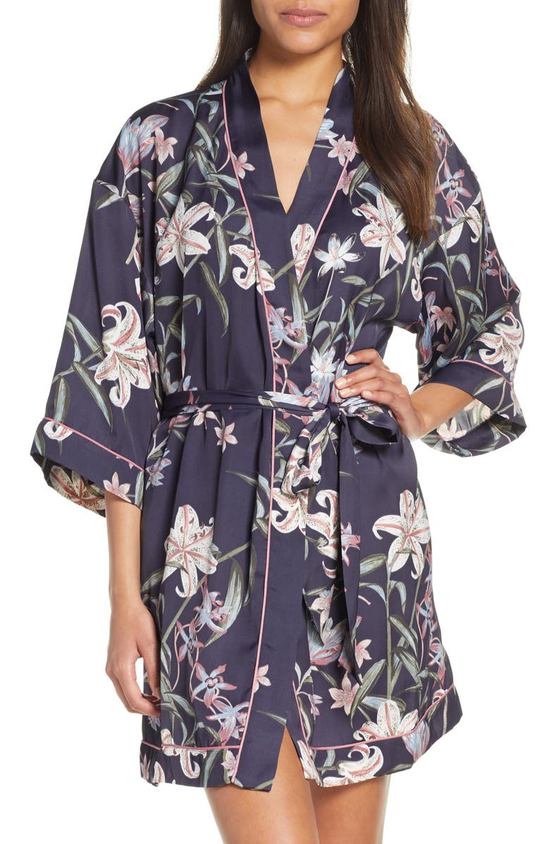 NORDSTROM LINGERIE Sweet Dreams Short Satin Robe, Main, color, 021