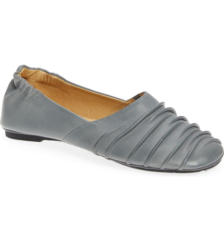 CHOCOLAT BLU Caro Pleated Flat, Main, color, GRAPHITE LEATHER